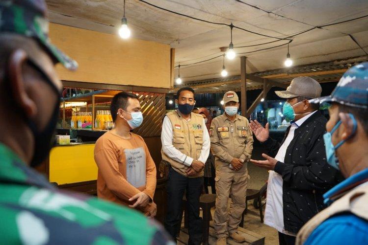 Bupati Siak Pimpin Operasi Yustisi Prokes di Kandis, 40 Pengunjung Cafe Jalani Rapid Test